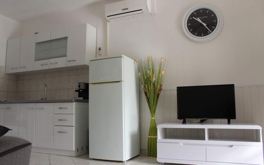 Vir: kuća 143 m2 sa 4 potpuno odvojena apartmana *DRUGI RED DO MORA**MOGUĆNOST PRODAJE JEDNOG APARTMANA*
